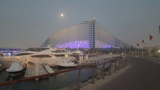 Jumeirah Beach Hotel: 20150828_190216_large.jpg