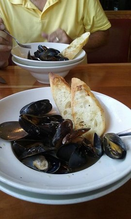 Donegal, PA: Mussels in white wine garlic sauce