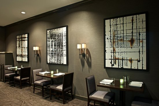 East Syracuse, Nova York: The Atrium Grille, Wall Art