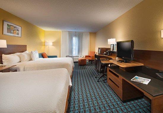 Tifton, GA: Queen/Queen Guest Room - Sofabed
