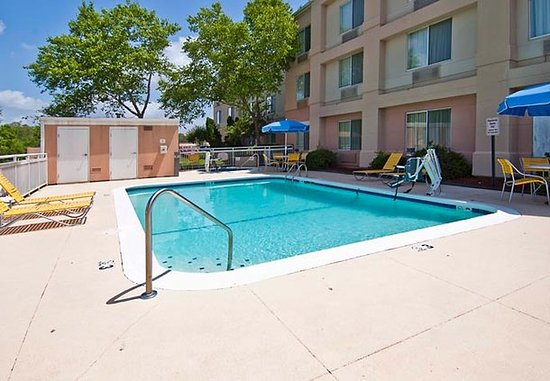 Pearl, MS: Outdoor Pool & Whirlpool