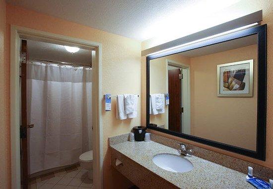 Provo, UT: Suite Bathroom