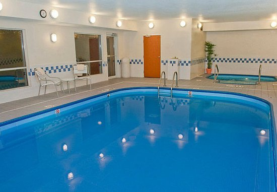 Racine, WI: Indoor Pool & Spa