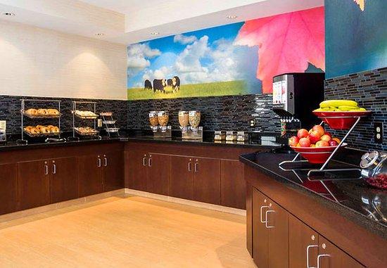 Oshkosh, WI: Breakfast Buffet