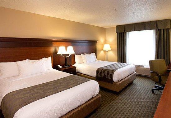Livonia, MI: Queen/Queen Guest Room