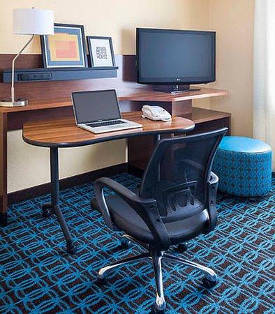 Findlay, OH: Guest Room Work Desk