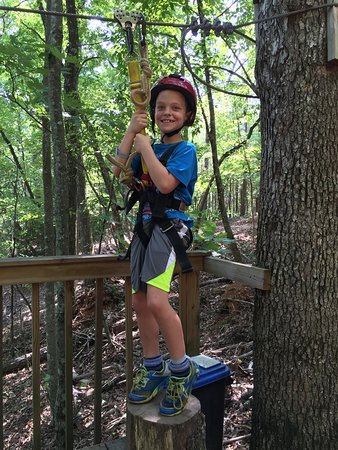 Clarkesville, GA: Love that my blessings (age 8 and 10) were safely able to enjoy this zip line adventure.