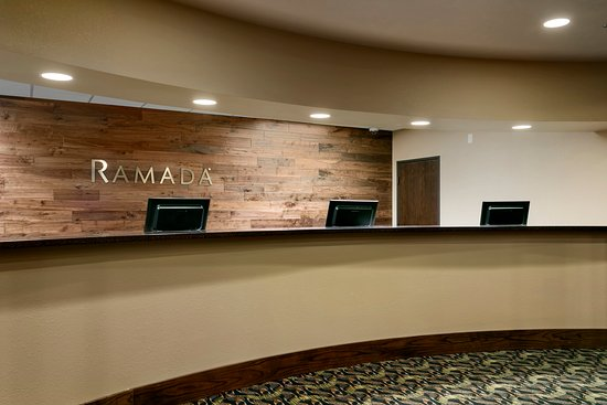 Ramada Plaza Omaha Hotel and Convention Center : Front Desk