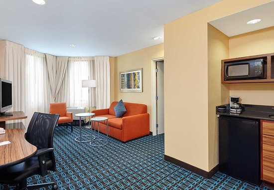 Lombard, IL: King Suite