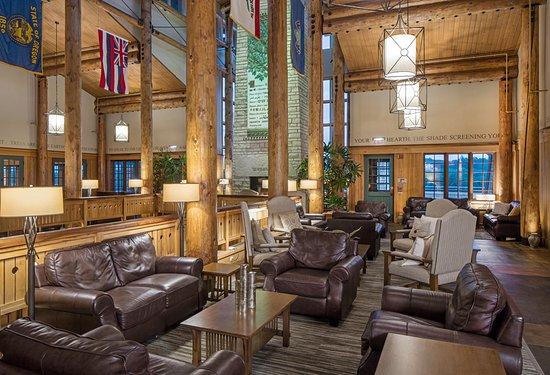 Nebraska City, NE: Seating in lobby