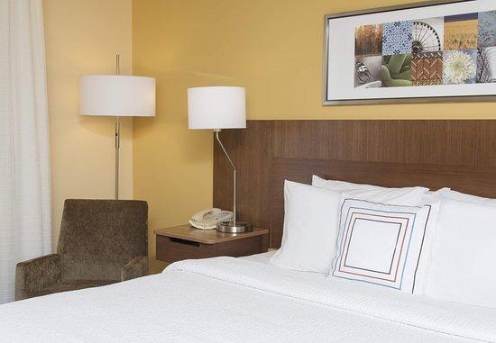 Saint Charles, IL: King Bed