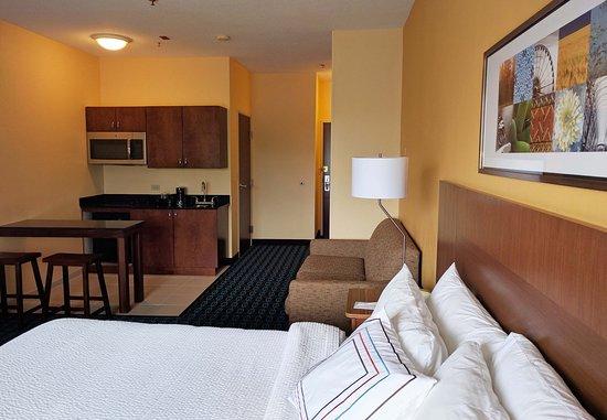 Saint Charles, IL: Kitchenette Suite