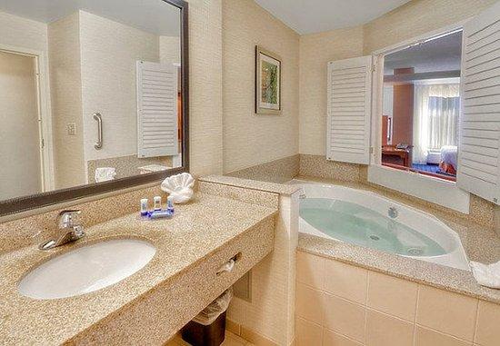 Edmond, OK: King Whirlpool Suite – Bathroom
