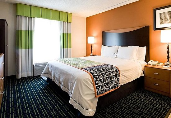 Hayward, CA: King Guest Room