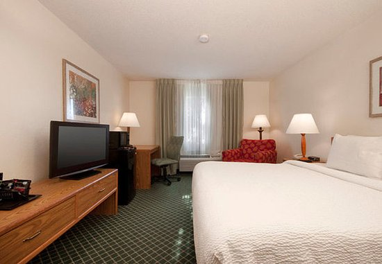 Fairview Heights, IL: King Guest Room