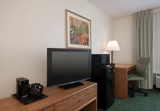 Fairview Heights, IL: King Guest Room - Amenities