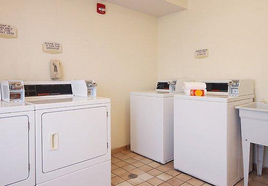 Saint Clairsville, OH: Guest Laundry