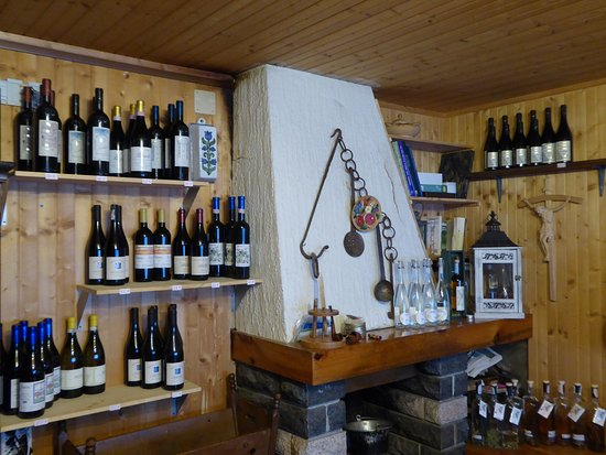 Ayas, Italia: Anyone would think that they like vino here!