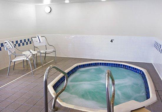Champaign, إلينوي: Indoor Hot Tub