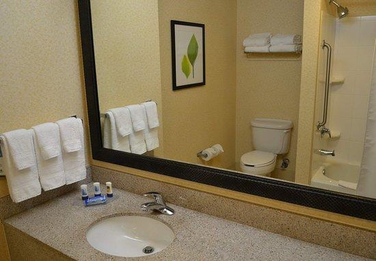 Aiken, SC: Guest Bathroom