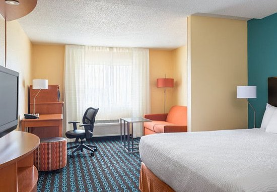 Lafayette, IN: Executive King Suite – Sleeping Area