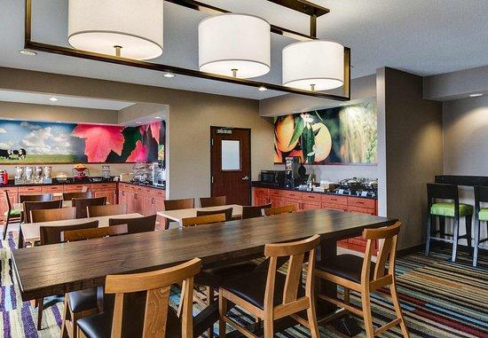 Olathe, KS: Breakfast Dining Area