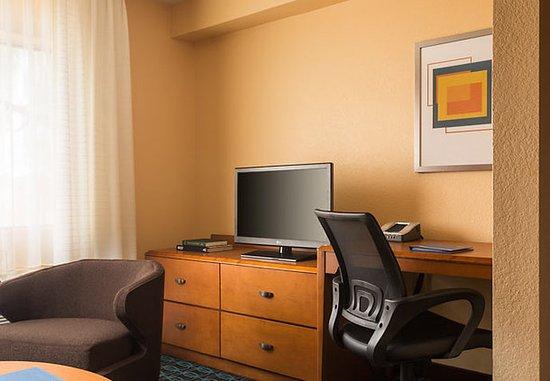 Chandler, AZ: King Suite Work Area