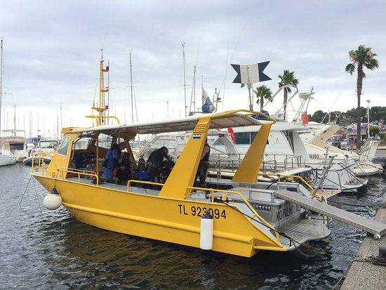 Cavalaire-Sur-Mer, Francia: the diving boat