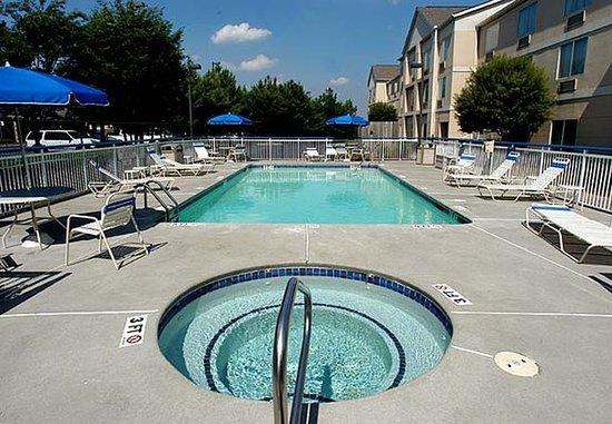 Kennesaw, GA: Outdoor Whirlpool