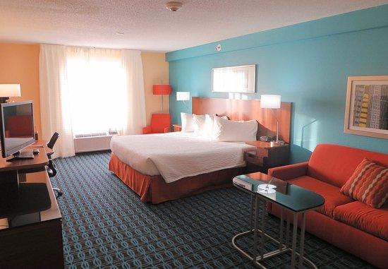 Saint Charles, MO: Executive King Guest Room