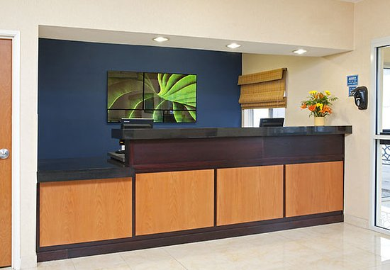 Saginaw, MI: Front Desk