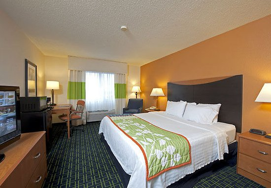 Saginaw, MI: King Guest Room