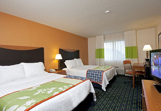 Saginaw, MI: Queen/Queen Guest Room