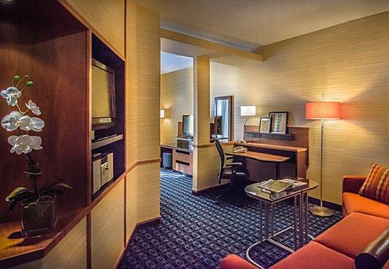 Dulles, VA: King Suite – Living Area