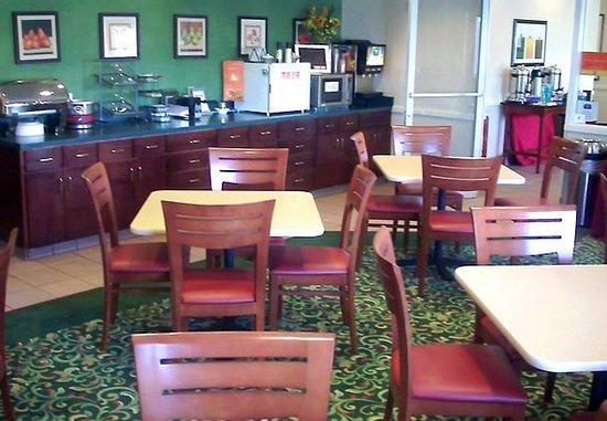 Joplin, MO: Breakfast Buffet
