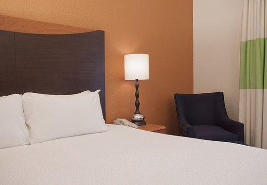 Sulphur, LA: King Guest Room Sleeping Area