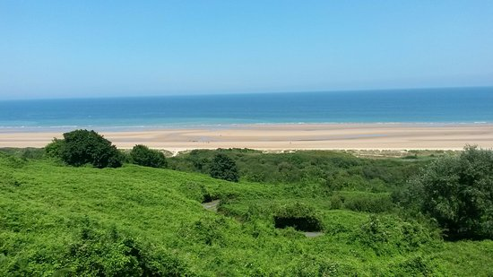 """Baja Normandía, Francia: Der Strand vor dem """"Normandy American Cemetery"""""""
