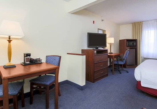 Bay City, MI: Executive King Suite Amenities