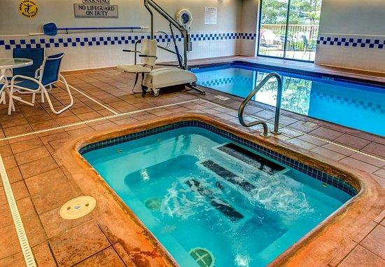 Saint Robert, MO: Indoor Pool & Hot Tub