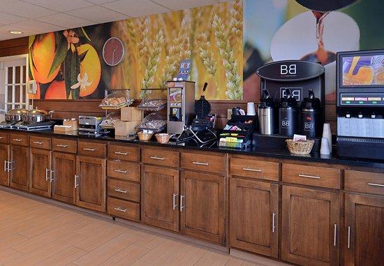 Troy, OH: Breakfast Bar