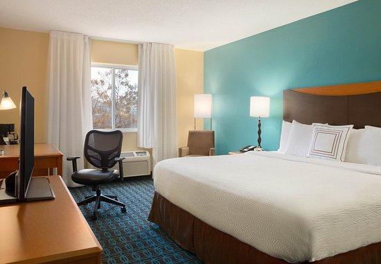 Roseville, MN: King Guest Room