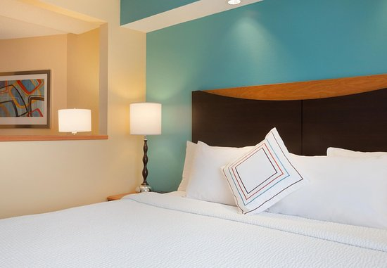 Roseville, MN: King Suite - Sleeping Area