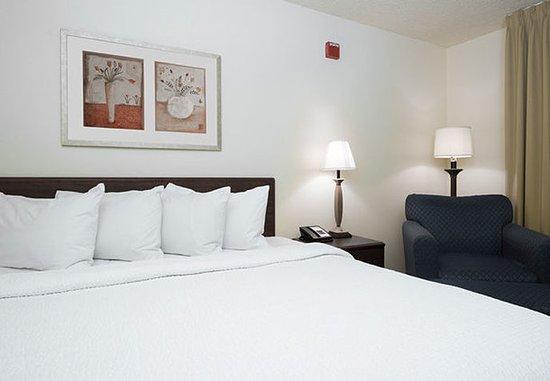 Roseville, CA: Guest Room Sleeping Area