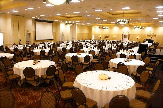 Albany, GA: Flint River Ballroom Banquet Rounds