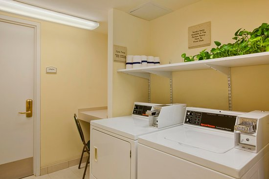 Hilton Garden Inn Islip/MacArthur Airport: Guest Laundry