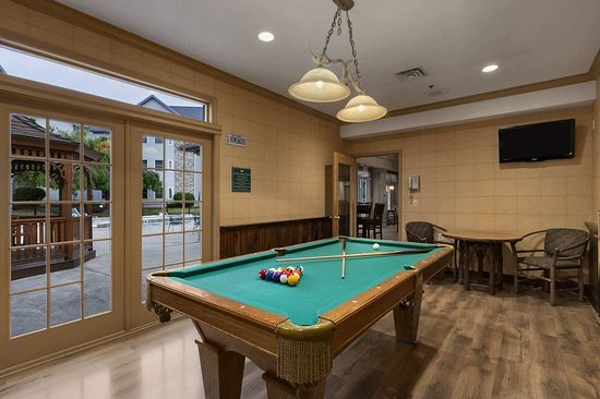 Liverpool, NY: Games Room