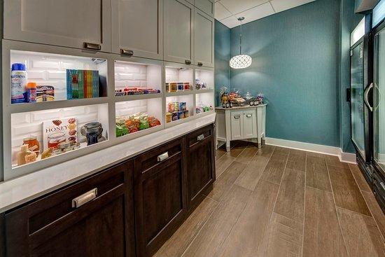 Homewood Suites by Hilton Asheville- Tunnel Road: Suite Shop