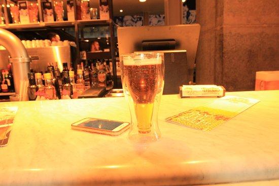 Museu Da Cerveja (Beer Museum): Mesa No Bar