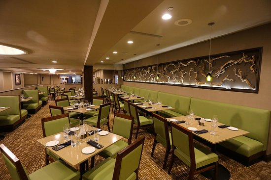 Beachwood, OH: Sanctuary Restaurant Seating