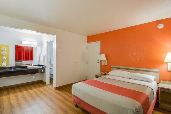 Motel 6 Chicago O'Hare - Schiller Park: Guest Room
